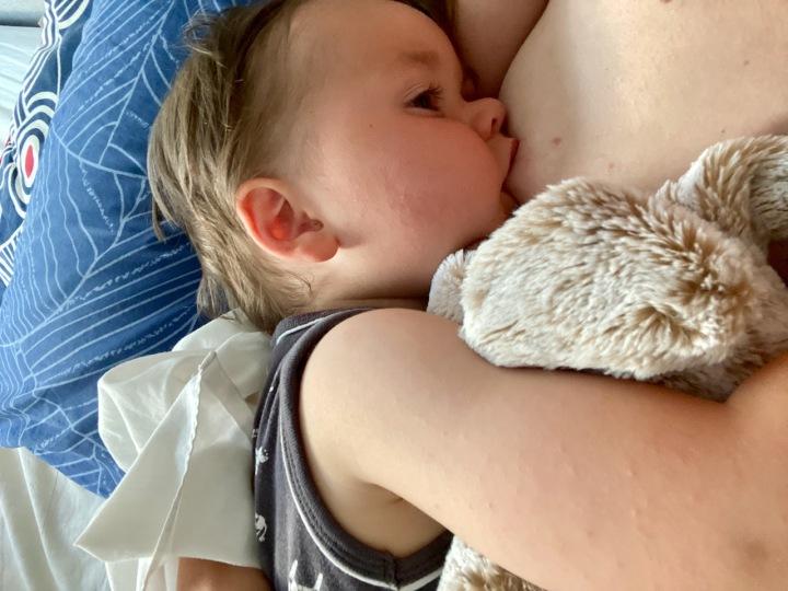 Natuurlijk ouderschap: Borstvoedingstips na 26 maandenvoeden